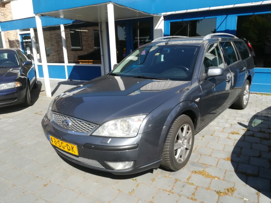 Blauwe Ford Mondeo